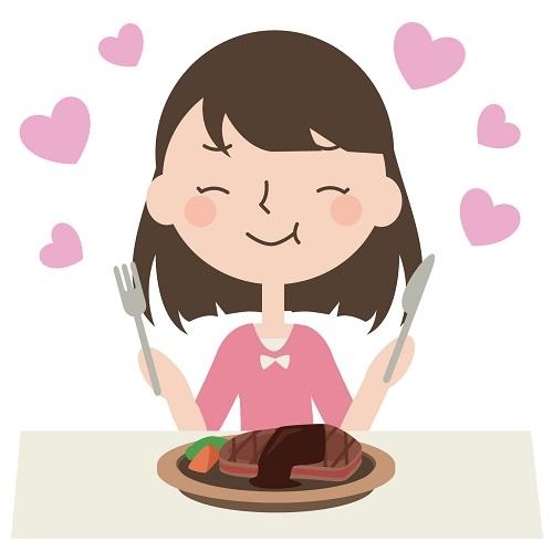 ステーキを美味しそうに食べる女性