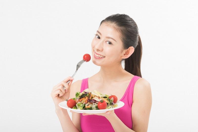 食事系で体重を減らす女性